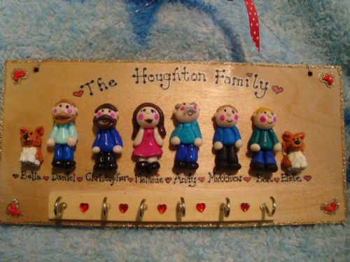 8 CHARACTER LARGE FAMILY SIGN PLAQUE KEY HOLDER PEOPLE PETS CAT DOG BIRD ANY PHRASING UNIQUE GIFT